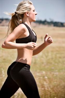 woman jogging - Бягайте за здраве