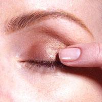 0003 - 12 стъпки при нанасянето на златния макияж