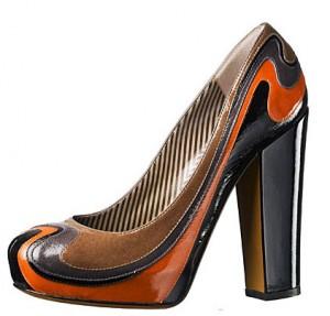 22moschino 300x287 - Обувки от материи в различни цветове