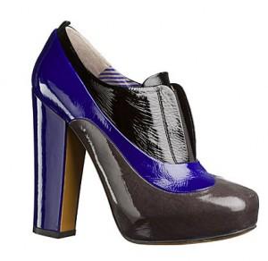 23moschino 300x292 - Обувки от материи в различни цветове