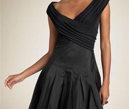 lbd 261x220 - Как трябва да се носи малката черна рокля