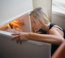 Как да се справите с неприятната миризма в хладилника