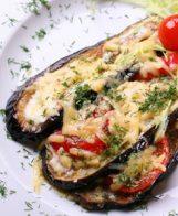 Печени патладжани със сирене и домати