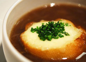 luk sup 290x211 - Лучена супа с крутони
