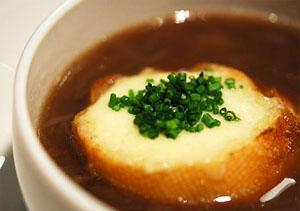 luk sup - Лучена супа с крутони