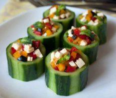 Чашки от краставица със зеленчукова плънка