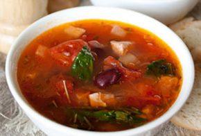 Месна супа с боб и домати