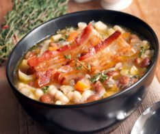 Супа с боб, зеле и бекон