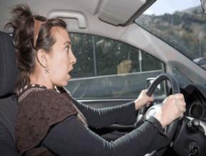woman in car 290x220 - 10 неща, които превръщат жената в лош шофьор