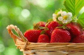 Домашни грижи за лицето с ягоди