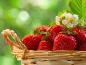 iagodi 290x220 - Домашни грижи за лицето с ягоди