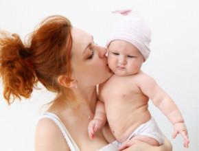 baby mother 290x220 - Майчинството – микс от емоции и вулкан от чувства за всяка жена