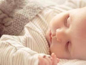 bebeshko spalno belio 290x220 - Как да изберем спално бельо за нашето бебе