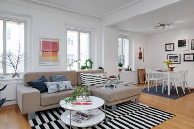 striped carpet nordic living room 400x267 - Интериорен дизайн в скандинавски стил за малкото жилище