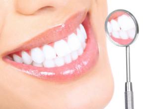 izbelvashta lenta 290x220 - Помагат ли избелващите ленти за белотата на зъбите?