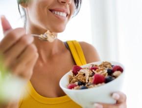 dieta 290x220 - Защо след 40 години е много трудно да отслабнете и как да се справите с този проблем