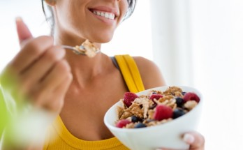 dieta 348x215 - Защо след 40 години е много трудно да отслабнете и как да се справите с този проблем