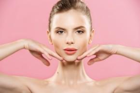 grija za kojata 290x193 - 8 съвета за правилна грижа за кожата на лицето след 40 години