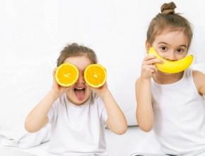 zdravoslovno hranene deca 290x220 - Топ 10 здравословни навици за децата ви