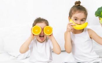 zdravoslovno hranene deca 348x215 - Топ 10 здравословни навици за децата ви